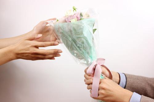 送別会で花がいらない人へ代わりに渡すプレゼントは?金券はどうなの?