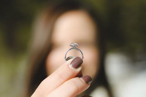 婚約指輪は必要か いらないからもらわないはアリ?