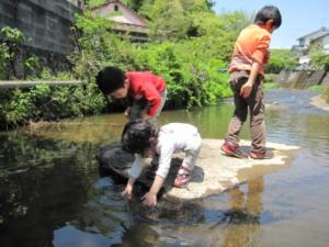 川遊びする子供への注意事項!ライフジャケットは必需品?