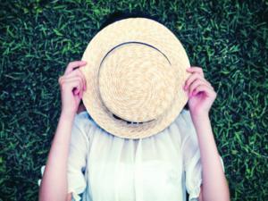 麦わら帽子の汗染みを防ぐ手入れのやり方は?汗対策も重要!
