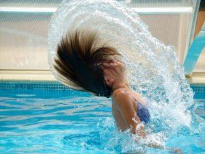 プールに行くときのメイクでおすすめのやり方は?